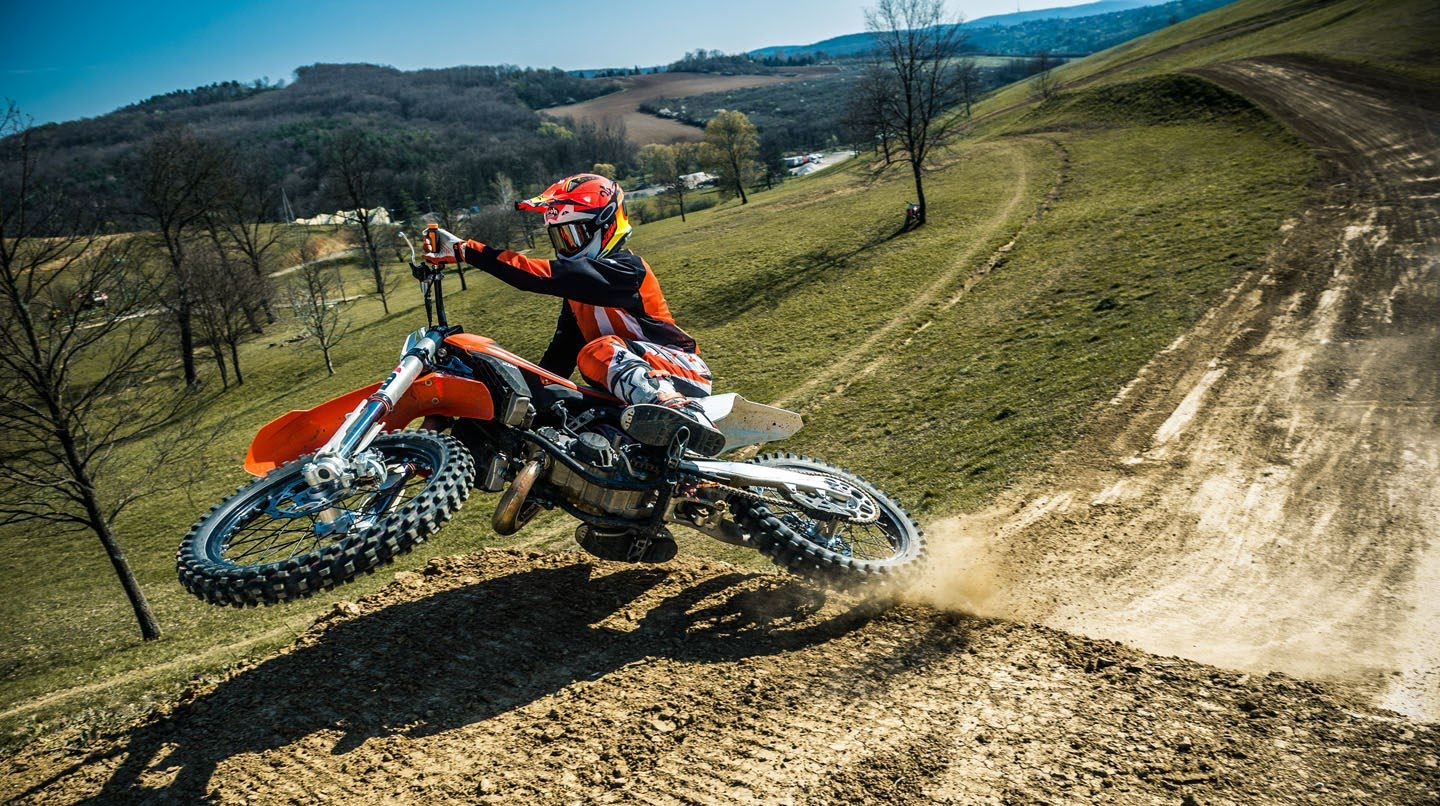 WHAT'S THE DIFFERENCE BETWEEN SUPERCROSS, MOTOCROSS, ENDUROCROSS AND TRIALS?
