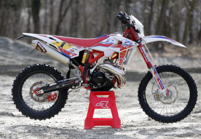 A CLOSER LOOK ON STEVE HOLCOMBE'S BETA RR 300 RACING