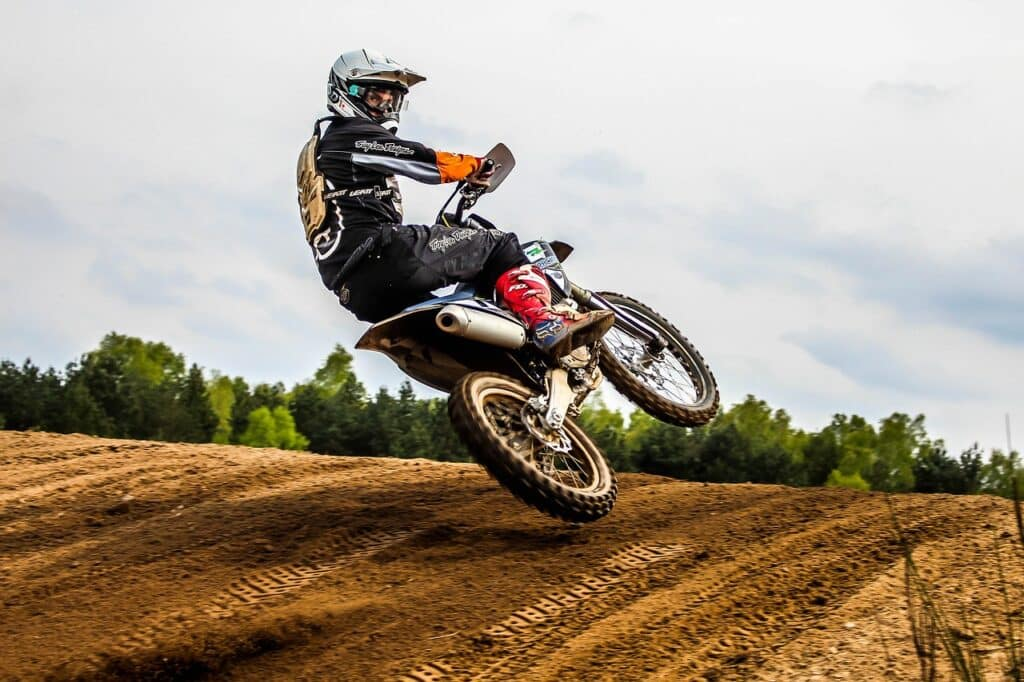 do pro motocross riders wear chest protectors