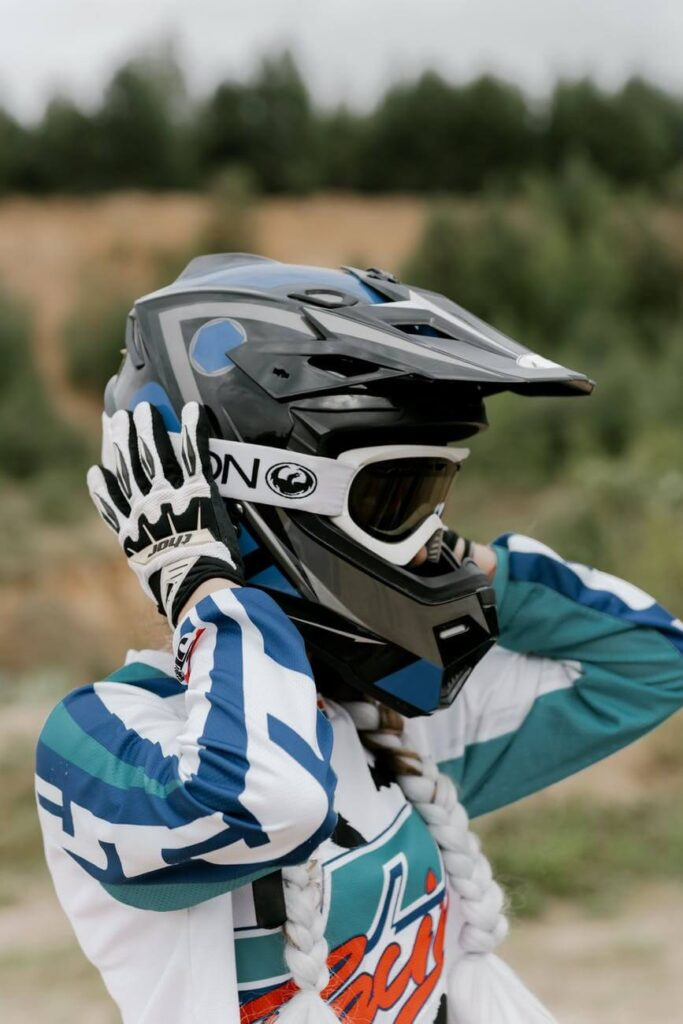 How can I make my helmet tighter?